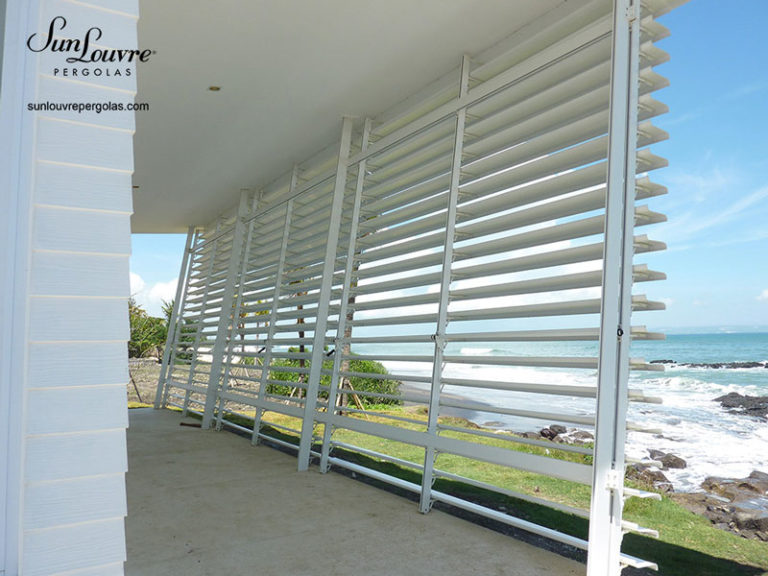 sunlouvre-pergolas-privacy-wall-ocean-0315
