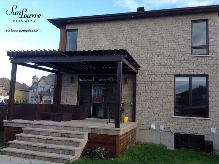 pergola noire maison brique moderne-0280