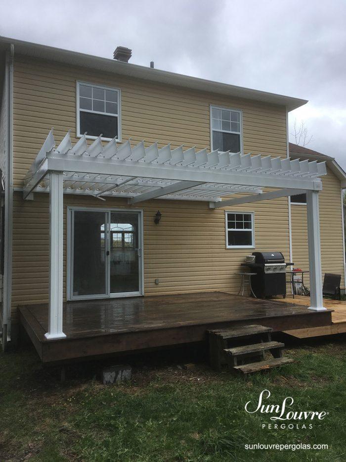 Pergola SunLouvre attachée résidentielle, toit de lames orientables, 100 % aluminium-0239