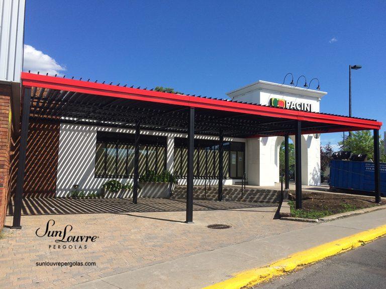 Pergola SunLouvre restaurant Pacini Trois-Rivières, modèle à lames intégrées, toit de lames orientables-0710