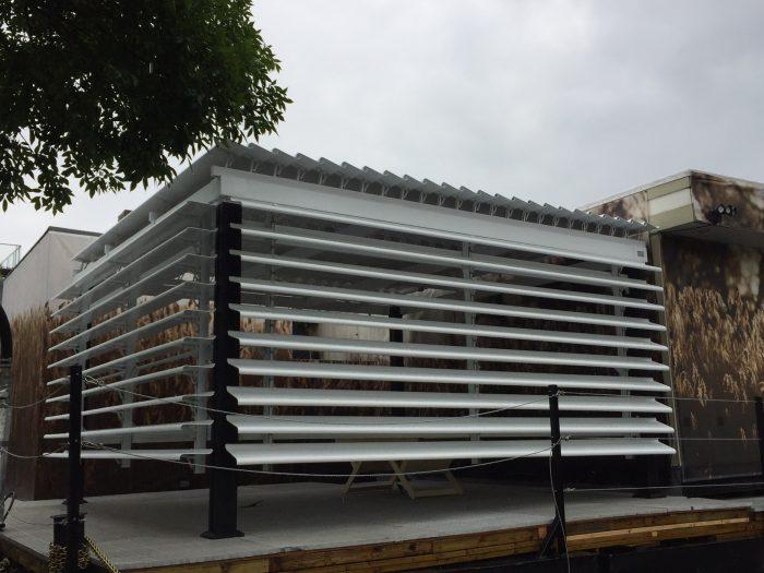 SunLouvre Pergolas, mur vertical de lames orientables, Spa Bota Bota, 100% aluminium, pergola bioclimatique - images 0308