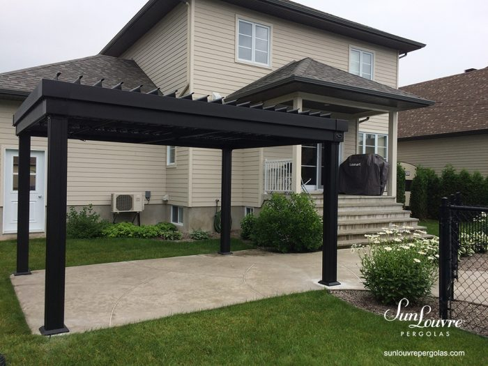 SunLouvre Pergola with adjustable louvered roof, 100% aluminum, integrated rafters model - image 0509