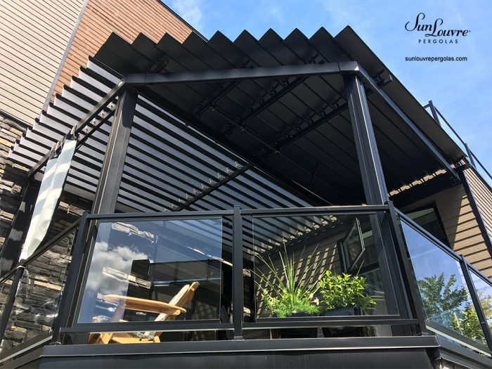 SunLouvre Pergolas, special residential project with angle, attached to the wall, adjustable louvered roof pergola, 100% aluminum - image 0602