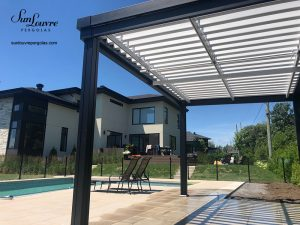 pergola en aluminium, pergola deux couleurs, pergola sunlouvre sur mesure, toit de jardin