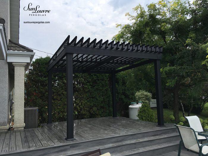 aluminum pergola, freestanding pergola, black aluminum pergola, adjustable roof pergola