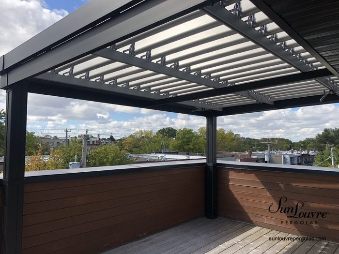 SunLouvre Pergolas with adjustable rafters, 100% aluminum pergola, Integrated Louvers pergola model with gutter included - image 0544