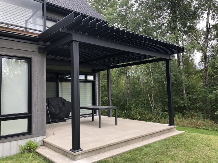sunlouvre-pergolas-attached-two-wall-house-2019