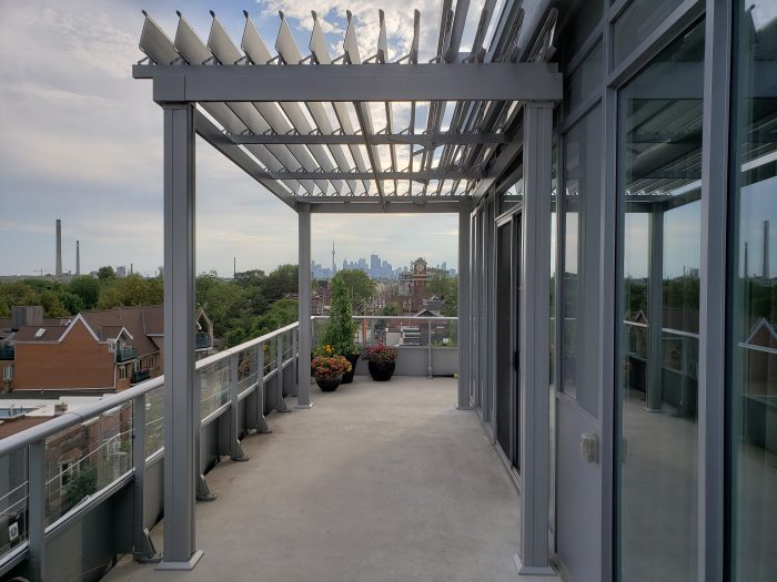sunlouvre-pergolas-balcony-condo-floor-1007
