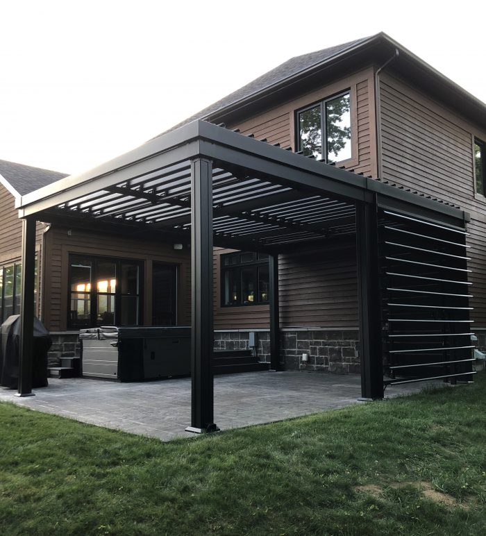 sunlouvre-pergolas-modern-house-privacy wall-5020