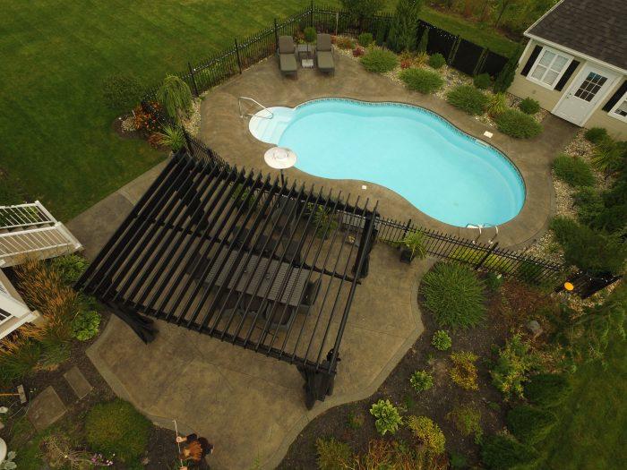 SunLouvre Pergolas, garden and pool - image 0176